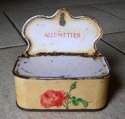 Vieille boite d 39 allumettes en fer d cor - Vieilles boites en fer ...
