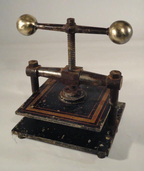 Ancienne presse manuelle de graveur - Presse ancienne morbihan ...