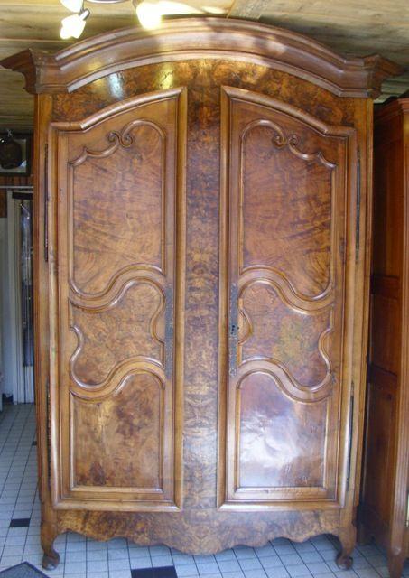 armoire st phanoise en noyer et ronce de noyer xix si cle. Black Bedroom Furniture Sets. Home Design Ideas