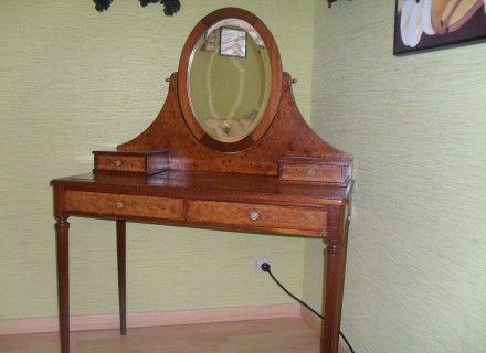 coiffeuse louis xvi en loupe d 39 orme. Black Bedroom Furniture Sets. Home Design Ideas
